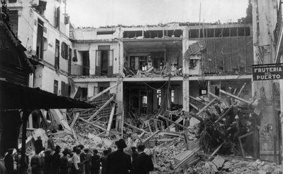 Efectos de un bombardeo en los poblados marítmos de Valencia.