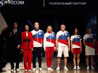 Vestimenta oficial del equipo del Comité Olímpico Ruso para Tokio 2020.