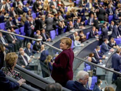 La canciller alemana, Angela Merkel, el martes durante la sesión constituyente del Bundestag, en Berlín. A su derecha, el presidente alemán, Frank-Walter Steinmeier.