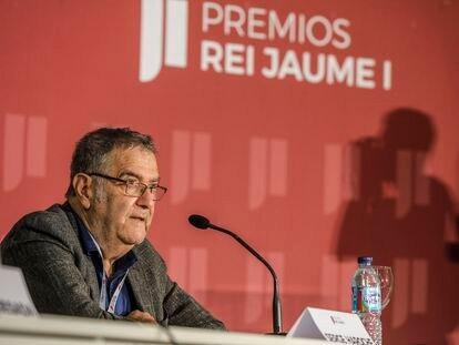 El premio Nobel de Física de 2012 Serge Haroche, este lunes en la rueda de prensa para presentar la 33ª edición de los Premios Rey Jaime I en Valencia, que se fallarán mañana.