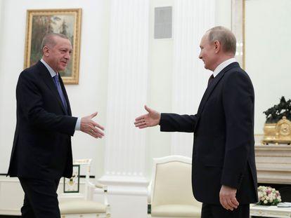 El presidente turco, Erdogan, y el ruso, Putin, durante su encuentro este jueves en el Kremlin.
