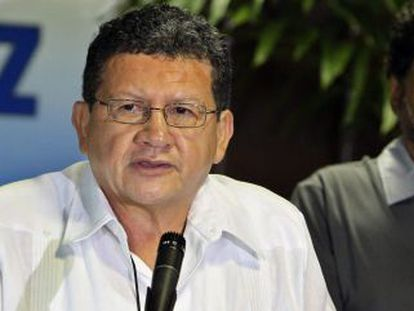 Pablo Catacumbo se dirige à mídia.