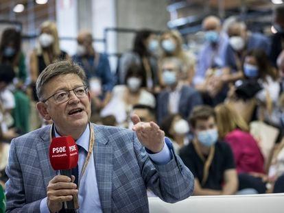 El presidente valenciano y secretario del PSPV-PSOE, Ximo Puig, en uno de los actos del 40º Congreso Federal del PSOE, que se celebra en Valencia.