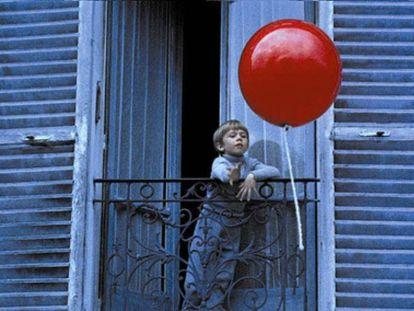 Fotograma de la película 'El globo rojo'  de Albert Lamorisse.