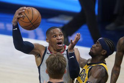 Westbrook lanza ante LeVert.