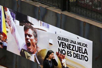 Un cartel en apoyo del opositor encarcelado Leopoldo López.