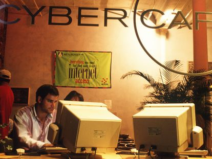 Cuando nació JavaScript, en 1995, los cibercafés todavía eran una exitosa novedad