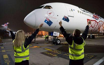 Vuelo inaugural de Qantas entre Perth y Londres.