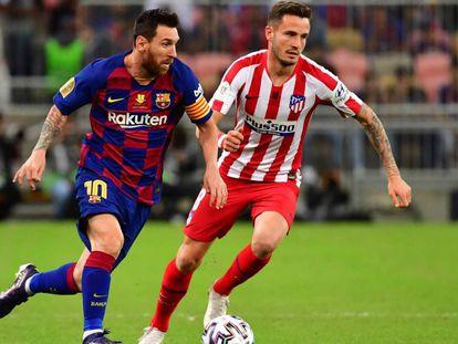 Messi avanza ante Saúl.