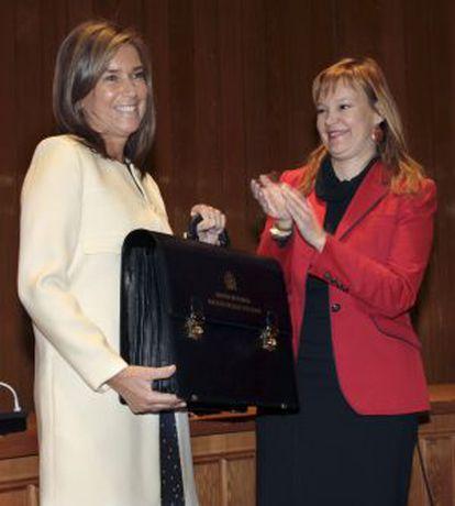 Ana Mato recibe la cartera del departamento de manos Leire Pajín.