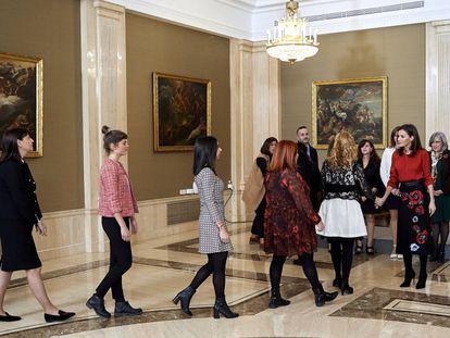 La reina Letizia durante la audiencia en el Palacio de La Zarzuela a las familias de violencia de género.
