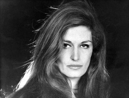 Dalida no se mató a los 54 años porque su carrera estuviera en declive: había vendido más de 125 millones de discos y le llovían contratos para cantar, para actuar y para posar.