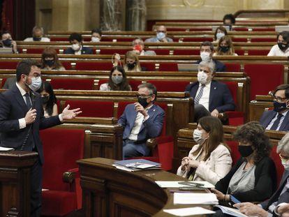 Pere Aragonès, presidente de la Generalitat, en un momento de una sesión de control en el Parlament el pasado mes de mayo.