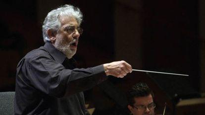 Plácido Domingo al frente de la Orquesta de la Generalitat Valenciana.