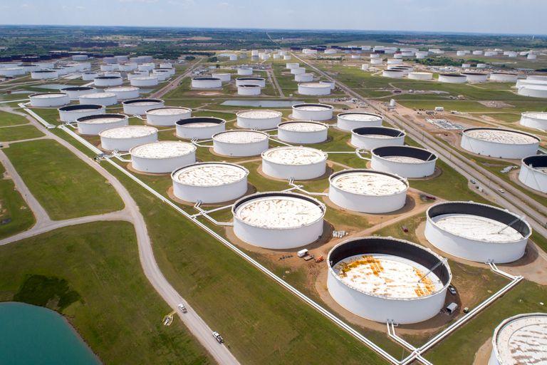 Vista aérea de los tanques de almacenamiento de crudo en Cushing (EE UU).