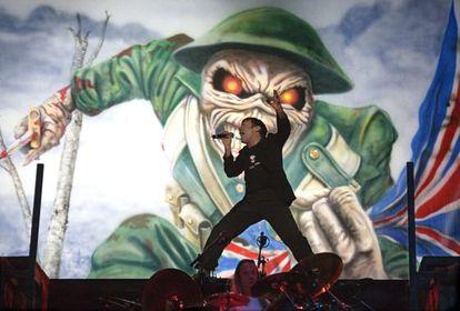 El vocalista de Iron Maiden, Bruce Dickinson, en el BBK Live