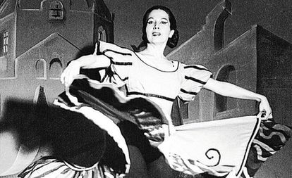 Amalia Hernández durante una actuación.