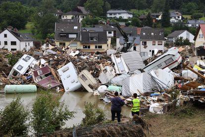 Caravanas destruidas en un área afectada por las inundaciones causadas por las fuertes lluvias en Kreuzberg, Alemania, el 19 de julio de 2021.
