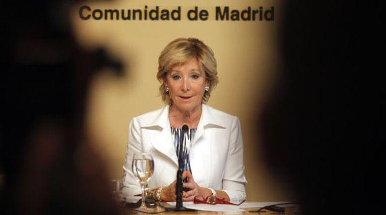 Esperanza Aguirre, en una rueda de prensa durante su etapa de presidenta de la Comunidad de Madrid.
