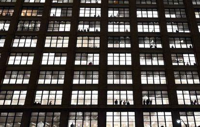 Vista de una fachada de viviendas en un edificio ubicado en Nueva York (Estados Unidos).