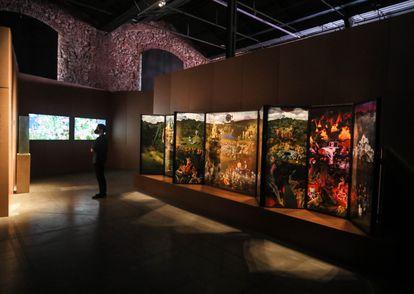 La exposición de la colección SOLO en la Nave 16 de Matadero se inspira en 'El Jardín de las Delicias' de El Bosco.