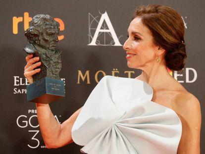 Ana Belén posa con su Goya de Honor.