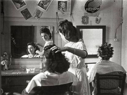 'Peluquería de señoras' (Sama de Langreo, 1946).