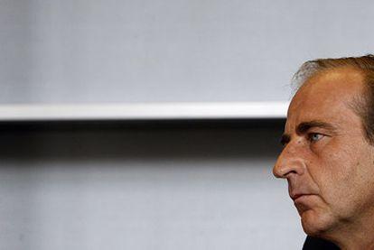 Juan José de Gracia, responsable de la Empresa Municipal de la Vivienda, en su despacho de la sede en Arganzuela.