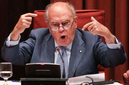 Jordi Pujol en el Parlamento de Cataluña dando explicaciones sobre la fortuna escondida durante 34 años en el extranjero.