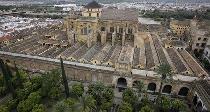 Exterior de la Mezquita-Catedral de Córdoba.