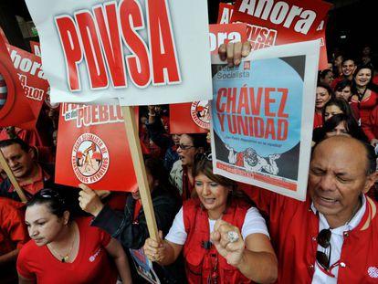 Partidarios del expresidente venezolano Hugo Chávez y trabajadores de PDVSA en mayo de 2011.