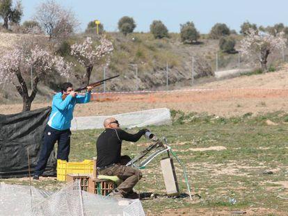 Una tirada con un tubo en el campo de tiro de Aranjuez.
