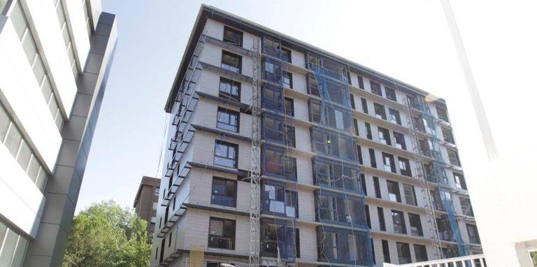 Un bloque de viviendas en construcción en Madrid, en una imagen de archivo.
