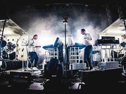 Actuación del dúo belga Soulwax, también conocidos como 2 Many DJ's en su faceta de pinchadiscos, en el Sónar de 2017.