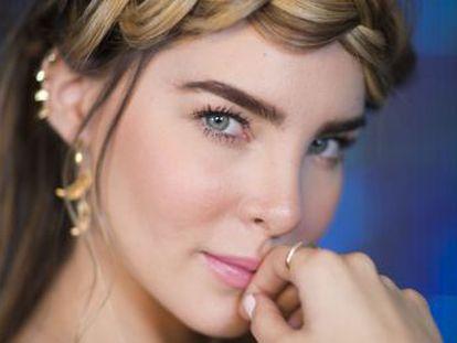 La cantante mexicana recuerda en esta entrevista cómo compaginó su infancia con el estrellato y habla de su último escándalo con un gobernador