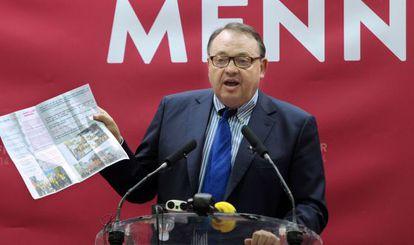 El socialista Patrick Mennuccien una rueda de prensa el 25 de marzo.