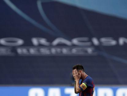 Messi se tapa la cara durante la goleada recibida por el Barcelona ante el Bayern.