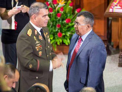El ministro Padrino habla con el ministro de Interior, Néstor Reverol.