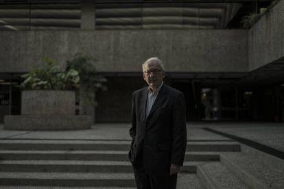 El politólogo francés Alain Rouquié, en el Colegio de México.
