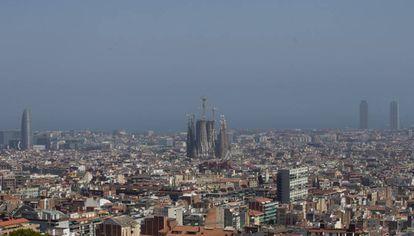 Contaminación sobre la ciudad de Barcelona el pasado julio.