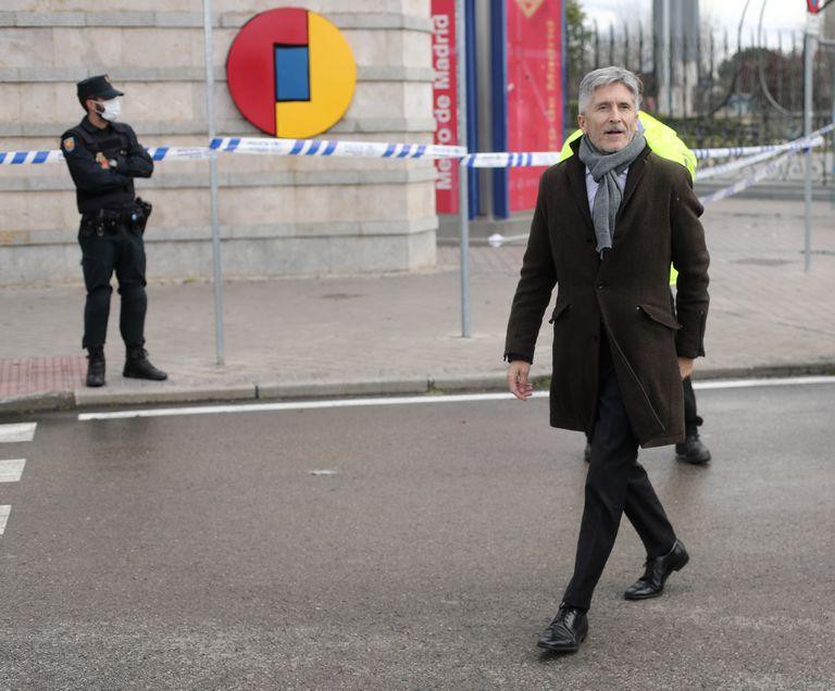 El ministro del Interior, Fernando Grande-Marlaska, a su llegada el pasado lunes al hospital de campaña montado en IFEMA.