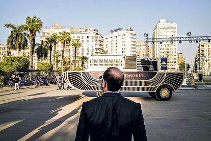Al Sisi, presidente y mariscal egipcio, en el desfile más pintoresco y macabro que se recuerda.