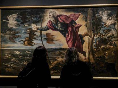 Dos visitantes en la exposición de Tintoretto en Venecia, el pasado 7 de septiembre.