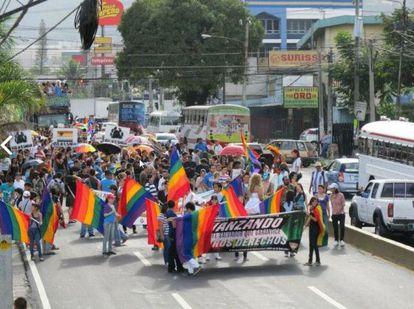 Manisfestación en El Salvador a favor de los derechos de las personas transexuales.