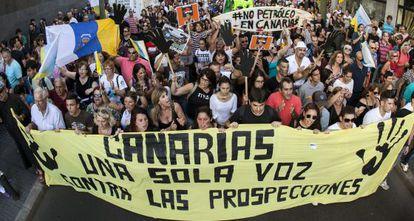 Manifestación por las calles de Las Palmas de Gran Canaria contra la declaración aprobada por el Ministerio de Medio Ambiente.