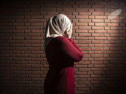 El país escandinavo quiere acabar con 25 barriadas deprimidas para conseguir la integración. Sus vecinos, en cambio, se ven como el chivo expiatorio y objeto de una precampaña electoral xenófoba