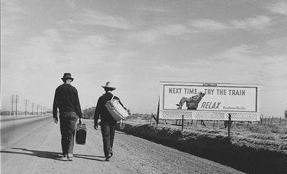 Dos trotamundos, vistos por la fotógrafa americana Dorothea Lange.