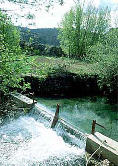 Pequeña represa en río Mesa.