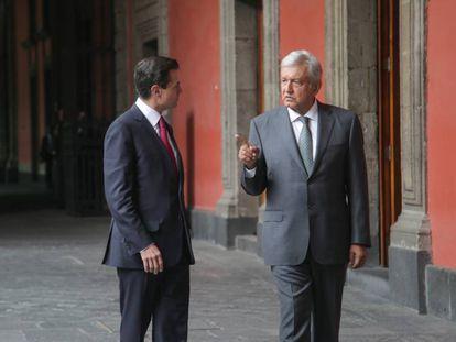 El expresidente de México, Enrique Peña Nieto, junto a Andrés Manuel López Obrador, actual mandatario del país norteamericano.