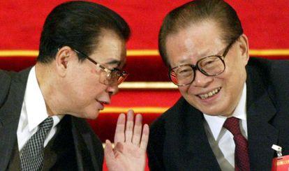 Li Peng (izq.) y Jiang Zemin (der.), foto de archivo